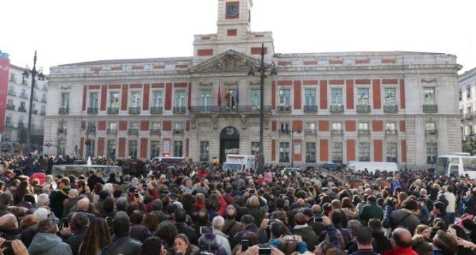El reloj de la Puerta del Sol celebra sus 150 años junto a madrileños y visitantes