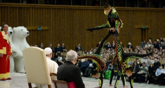 Audiencia general: El 'Golden Circus' de Liona Orfei actúa para el Papa