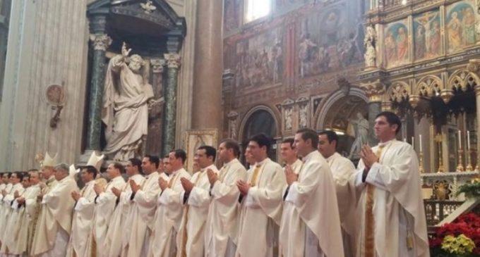 El Cardenal Parolin ordena sacerdotes a 36 legionarios de Cristo