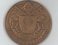 7º año de pontificado de Francisco: El Vaticano estrena una medalla