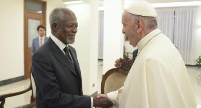 El Papa recibe a Kofi Annan y una delegación en audiencia privada