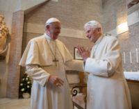 Francisco felicita la Pascua a su predecesor, Benedicto XVI