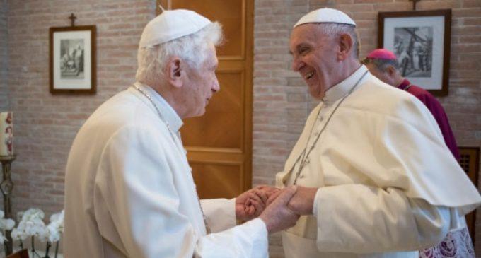 El Papa Francisco visita al Papa emérito Benedicto XVI