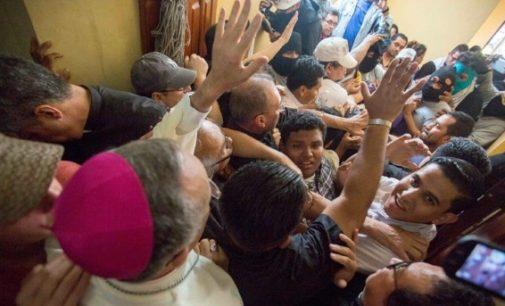 Grupos afines al Gobierno de Ortega agreden al nuncio en Nicaragua y a los obispos de Managua