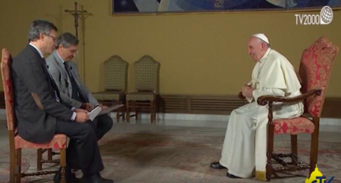 """En una entrevista a los medios de la Conferencia Episcopal Italiana, el Papa confiesa que tiene """"alergia"""" a los aduladores"""