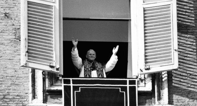Andrea Tornielli: Editorial sobre el centenario de Juan Pablo II