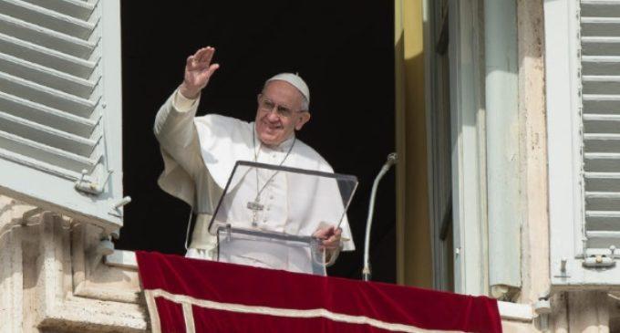 Ángelus: nuevo llamamiento del Papa contra el terrorismo, la violencia y el uso de niños soldados