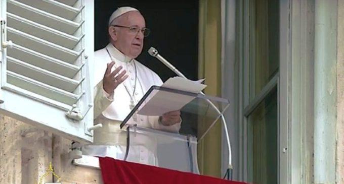 El Papa reza por las víctimas de los atentados y la conversión de los 'cegados por el odio'