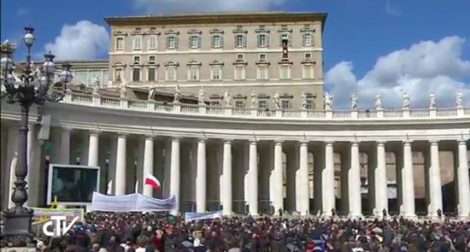 """El Papa invita a usar la """"lógica de la atención a los otros»"""