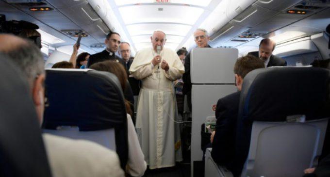 El Santo Padre respondió a las preguntas de los periodistas en el avión de regreso de Armenia