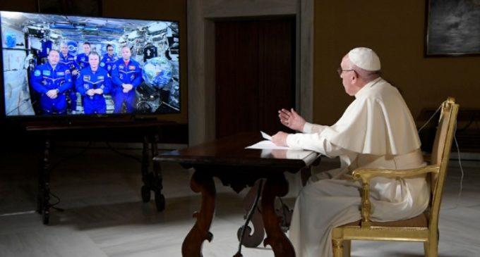 Los astronautas al Papa: «Gracias por hacernos pensar en cosas más grandes»