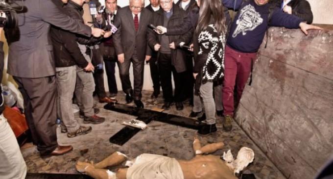 Chile: una iglesia de la capital, en el centro deSantiago, es atacada por un grupo de encapuchados