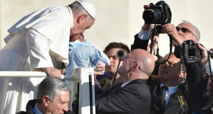 Francisco recuerda su viaje apostólico a África y elogia a los misioneros