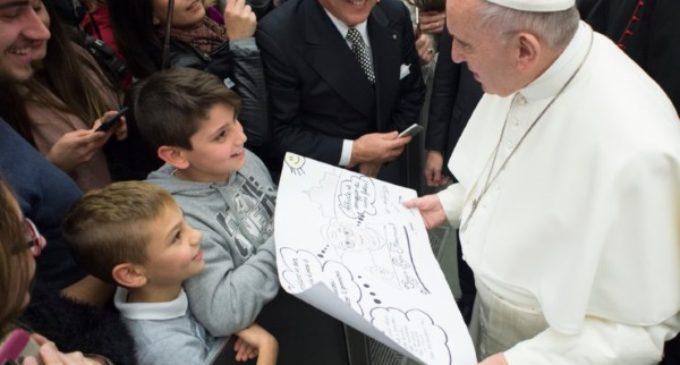 El Papa en la audiencia: 'Hay preguntas a las que no sé qué responder, entonces invito a mirar el crucifijo'