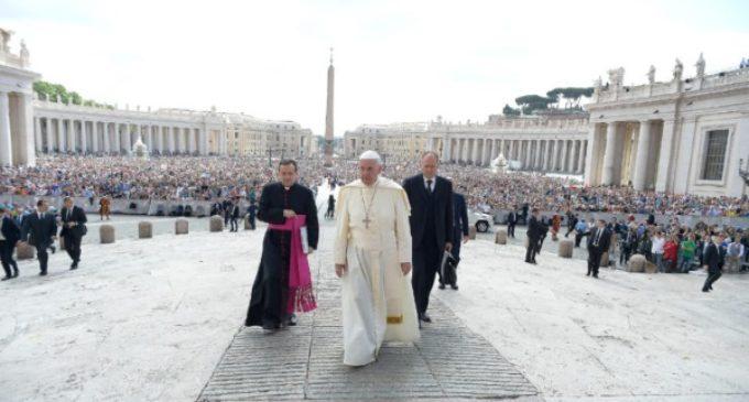 """El Papa: """"Es un deber acoger al hermano que huye de la guerra, el hambre o la violencia"""""""