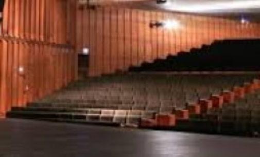La Comunidad de Madrid cierra sus teatros al público y aplaza los festivales Teatralia y FIAS