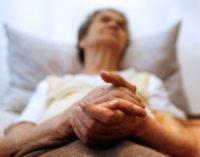 Aumentan a 77.700 las personas que mueren en España sin recibir cuidados paliativos