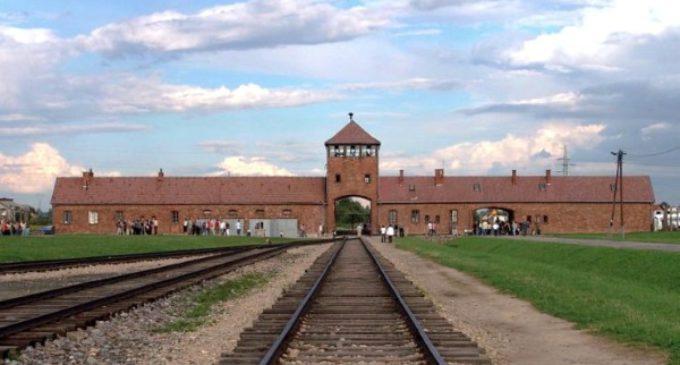 JMJ: En el tercer día de su viaje a Polonia, Francisco visitará Auschwitz y Birkenau en silencio y oración