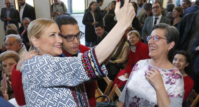 Cifuentes expresa el compromiso de la Comunidad de Madrid con las personas con autismo