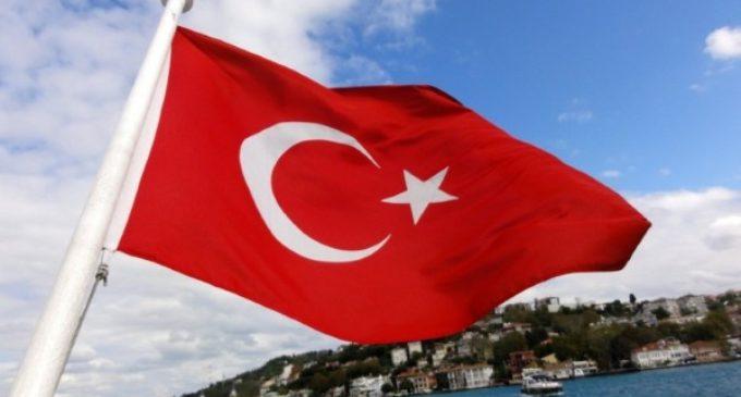 """Estambul, Mons. Bizzeti: """"El Isis no hace distinciones, también hay musulmanes entre las víctimas"""""""