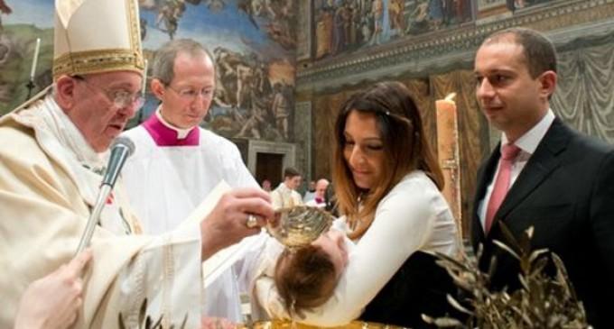 Bautizos en la Capilla Sixtina: Dejad a vuestros hijos en herencia la fe
