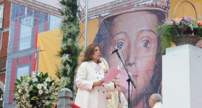 """La alcaldesa Ana Botella pide a la Almudena """"fortaleza"""" para superar amenazas a la unidad"""