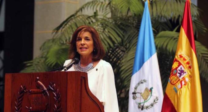 Ana Botella entrega a Guatemala el diploma que la acredita como la Capital Iberoamericana de la Cultura