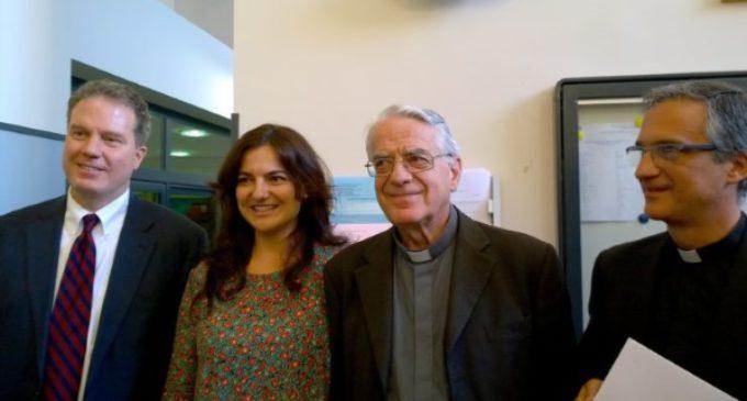 Nueva directiva de la oficina de prensa del Vaticano: Greg Burke y Paloma García Ovejero