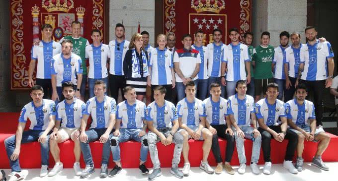 Cifuentes destaca que el Club Deportivo Leganés vuelve a poner al sur de Madrid en PrimeraDivisión