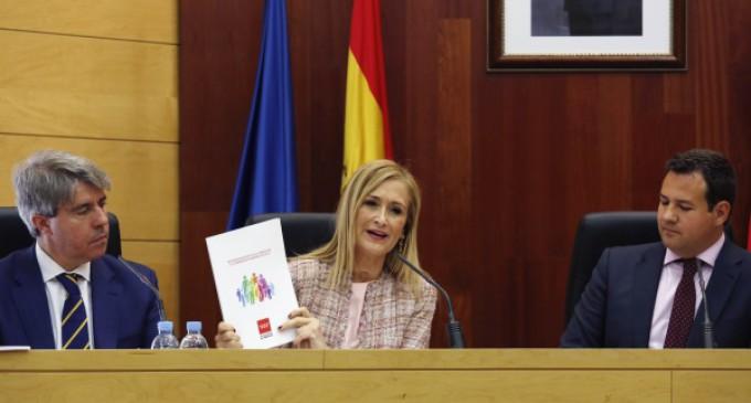 El plan de apoyo a la familia de la Comunidad de Madrid contiene 288 medidas y 2.696 millones de presupuesto