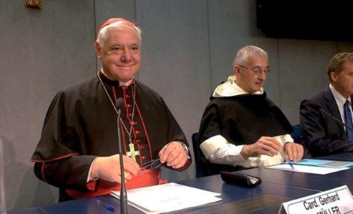 Cardenal Müller: la Iglesia acepta la cremación pero recomienda la sepultura
