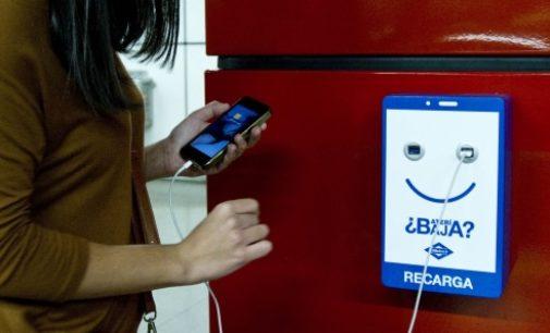Metro de Madrid instalará más de 2.200 cargadores de dispositivos móviles en sus estaciones