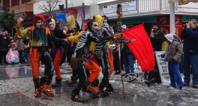 Baile y concurso de disfraces para abrir el Carnaval majariego