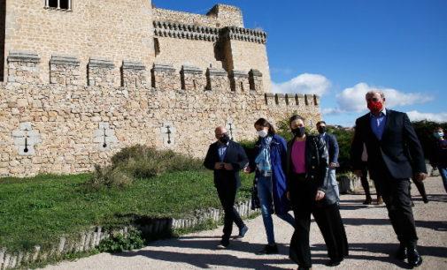 La Comunidad de Madrid celebra el Día Mundial del Turismo en el Castillo de los Mendoza de Manzanares el Real