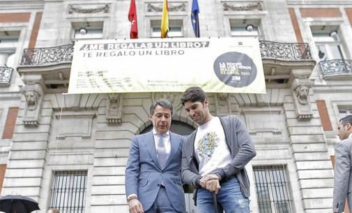 Ignacio González despidió a Cayetano Rivera,  que inicia su vuelta al mundo solidaria