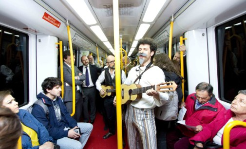 Metro de Madrid homenajea a Cervantes con representaciones teatrales en trenes y estaciones