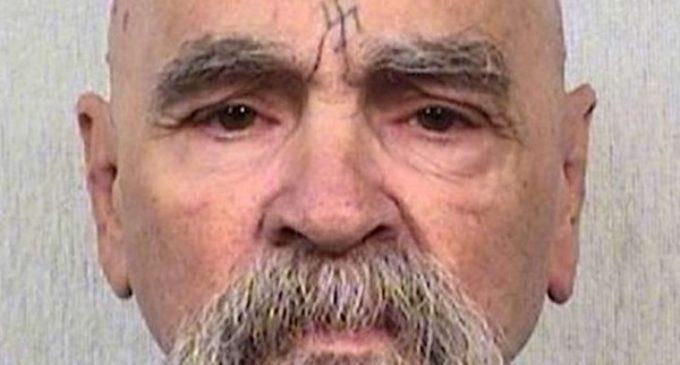 Charles Manson, el asesino fundador de una secta satánica está hospitalizado