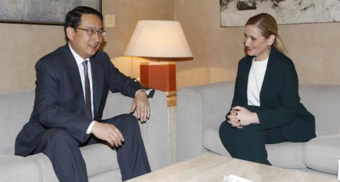 Cifuentes se reúne con el embajador chino en España, Agentes Forestales y la ONCE