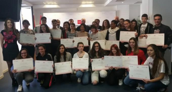 La Comunidad de Madrid fomenta el uso responsable de las tecnologías entre los jóvenes con el programa Cibermentores