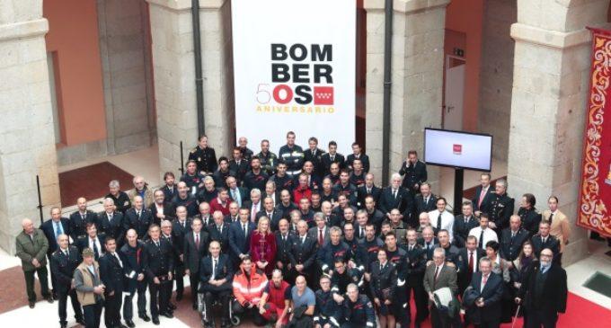 Cifuentes destaca el compromiso y la vocación de los bomberos de la Comunidad en su 50 aniversario