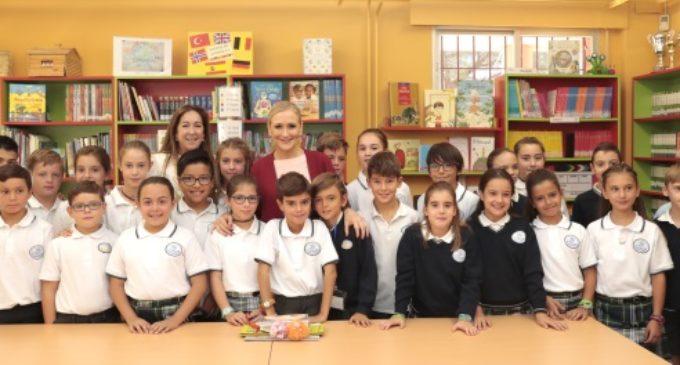 Cifuentes inaugura el nuevo curso escolar en el que se estrena el trilingüismo en Primaria