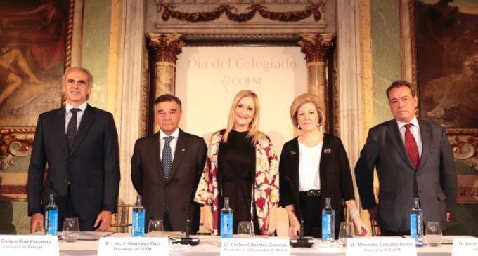 Cifuentes pone en valor el trabajo de las 2.800 farmacias de la región en favor de la salud de los madrileños