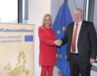 Cifuentes se reúne con Lambertz en Bruselas y firma la 'Alianza por la cohesión'