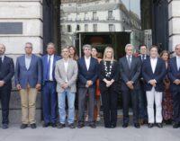 La presidenta regional guarda un minuto de silencio en solidaridad con el pueblo italiano