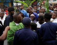 Laurent Monsengwo, arzobispo de Kinshasa: «¿Cómo podéis disparar contra mujeres y niños pertrechados de rosarios?»