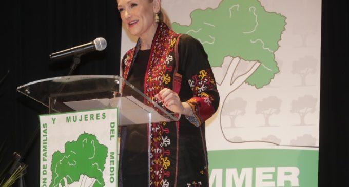 Cifuentes ratifica su compromiso por la igualdad real y efectiva entre mujeres y hombres
