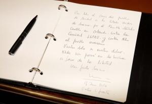 CIFUENTES FIRMA EN EL LIBRO DE CONDOLENCIAS POR EL ATENTADO DE ORLANDO EN LA RESIDENCIA DEL EMBAJADOR DE LOS ESTADOS UNIDOS DE AMERICA EN ESPAÑA La presidenta de la Comunidad de Madrid, Cristina Cifuentes, firma en el libro de condolencias por el atentado de Orlando en la Residencia del embajador de los Estados Unidos de América en España.  Foto: D. Sinova / Comunidad de Madrid