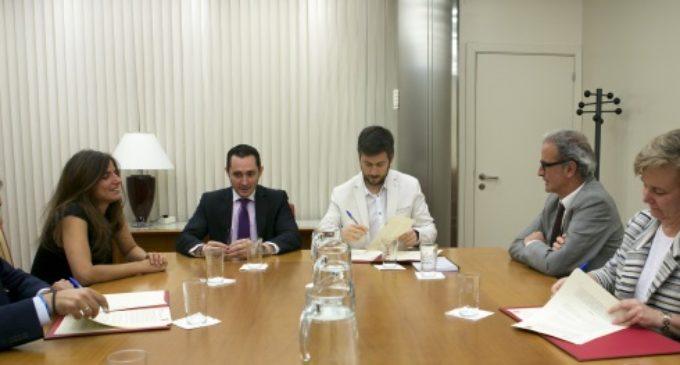 Garrigues firma un convenio con la Comunidad para ofrecer asesoramiento jurídico a emprendedores y pymes de la región