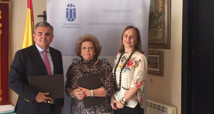 """El Alcalde de Majadahonda firma el acuerdo de colaboración con la Asociación de Pensionistas y Tercera Edad """"Reina Sofía"""""""