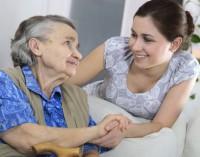 La Comunidad destina ayudas de 714 euros al mes para el acogimiento familiar de personas mayores